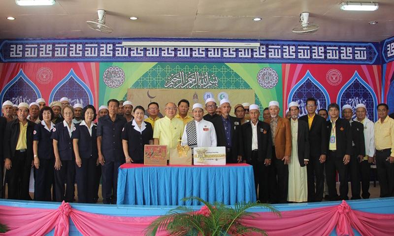 ผู้ว่าฯภูเก็ต เป็นประธานมอบอินทผาลัมและน้ำหวาน ให้แก่พี่น้องไทยมุสลิม