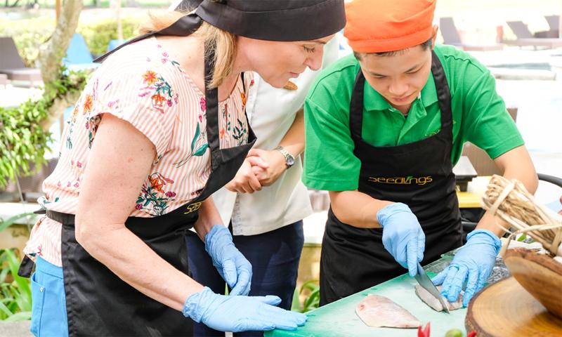 ห้องอาหารซี้ดลิ้งส์โครงการเพื่อสังคมและพัฒนาเยาวชนสู่มืออาชีพด้านการบริการ