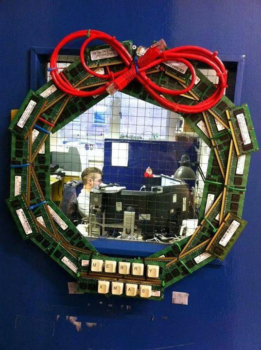我和電腦過聖誕系列:電腦部的聖誕裝飾......?