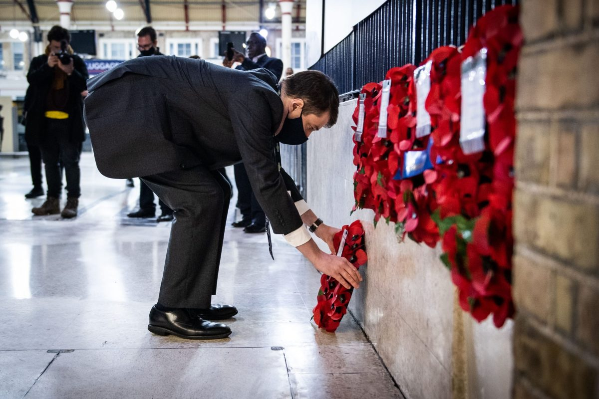 Rail teams honour Unknown Warrior at Victoria 100 years on