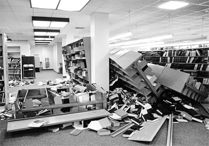 Bookshelves in Stanford Libraries after 1989 Loma Prieta earthquake, Stanford News Service