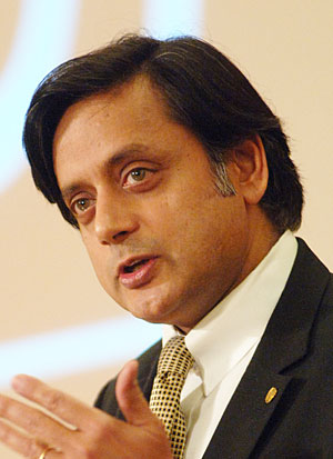 https://i0.wp.com/news.stanford.edu/news/2007/november28/gifs/triple_tharoor.jpg
