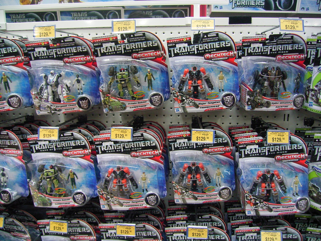 Dark of the Moon Toys R Us Hong Kong Midnight Launch Event Images - Transformers News - TFW2005