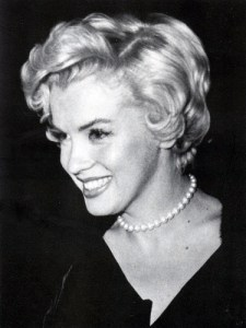 Marilyn Monroe wearing pearls