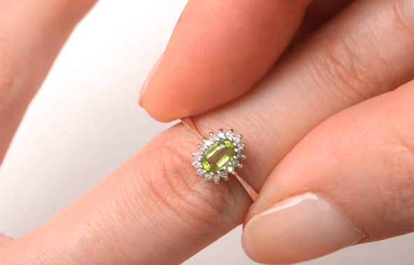 What is peridot August birthstone meaning