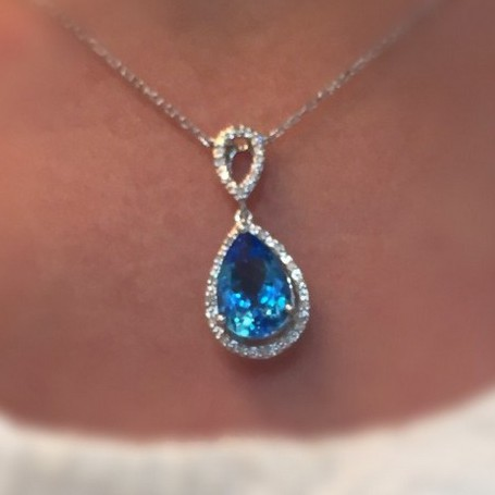 A 3.52CT topaz necklace - Click to view