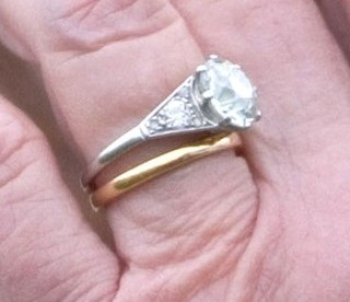 How to put on wedding rings