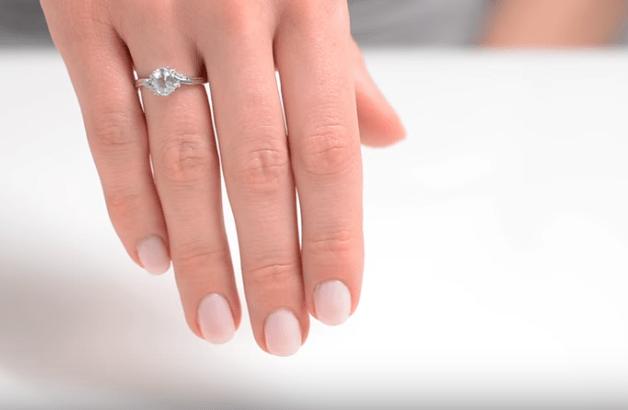 Aquamarine 0.70CT And Diamond 9K White Gold Ring Item E5731