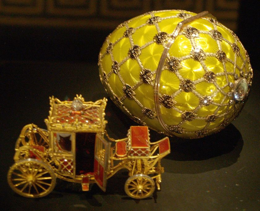 The Imperial Coronation Fabergé Egg and its surprise, a tiny gold charriot - Easter egg jewellery