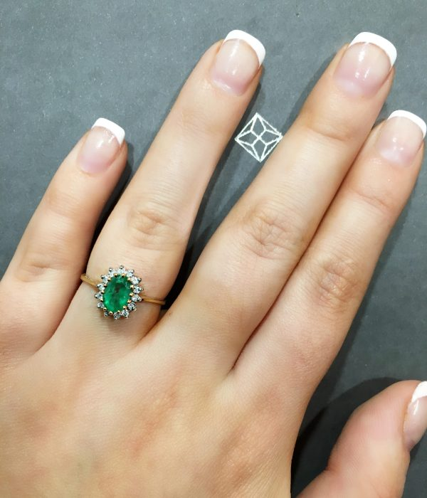 These are the 10 best emerald rings in the UK - emerald oval shaped ring with diamonds - Item Ref E5216