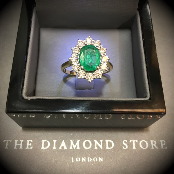 These are the 10 best emerald rings in the UK - Royal emerald diamond ring