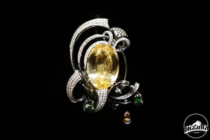 Golden sapphire brooch
