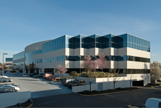 Seattle, The Roxborough Group, Barings LLC, Kirkland 405 Corporate Center, Colliers International, King County records, Yarrow Bay