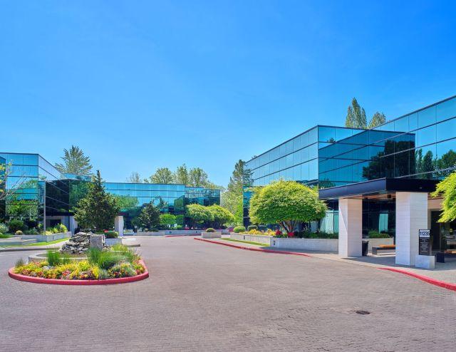 Rockwood Capital, Principal Real Estate Investors, Bellevue, New Rock Acquisition LLC, CBRE, Lincoln Plaza