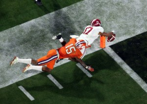 Jan 11, 2016; Glendale, AZ, USA; Alabama Crimson Tide running back Kenyan Drake (17) dives for a touchdown on a 95 yard kick off return defended by Clemson Tigers safety T.J. Green (15) during the fourth quarter in the 2016 CFP National Championship at University of Phoenix Stadium. Mandatory Credit: Erich Schlegel-USA TODAY Sports