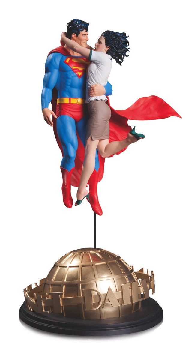 DCC Superman and Lois Lane Statue