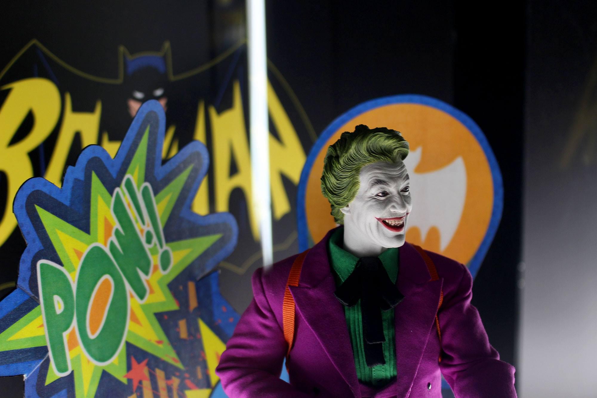 Joker Classic TV Hot Toys 005