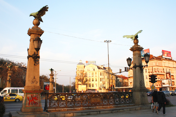 تماثيل لنسور عند مداخل جسر النسور في صوفيا
