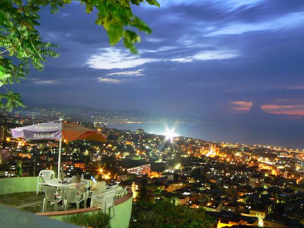 مدينة طرابزون التركية ليلاً