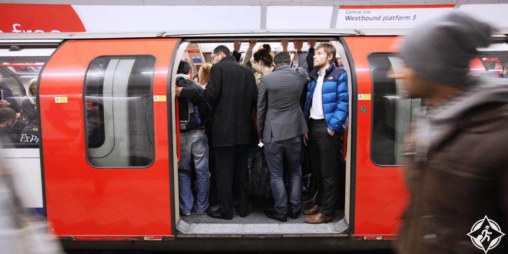أشياء لا ينبغي أن تقوم بها في لندن.. حسب اللندنيين