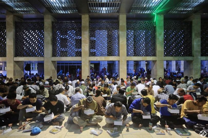 شهر-رمضان-في-اندونيسيا-عبادة-وسعادة