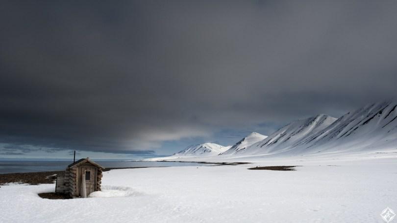 النرويج-وودفيوردن-مقصورة-الصيد-ثلوج-منتصف-الشتاء
