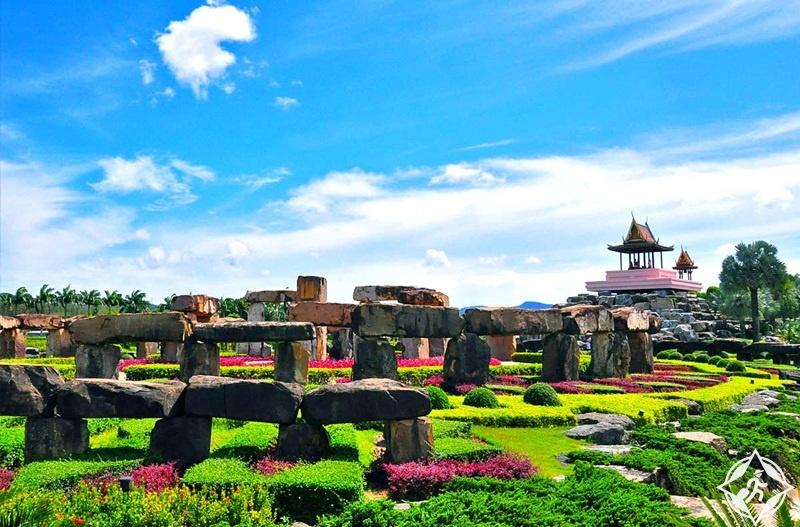 تصميمها على طراز عالمي يحاكي أشهر حدائق العالم لتصبح وجهة