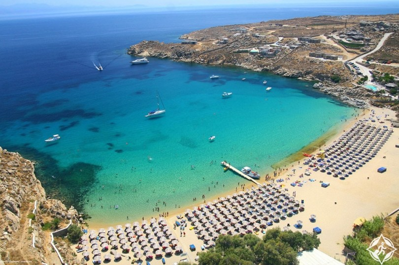 شاطئ سوبر باراديس في جزيرة ميكونوس
