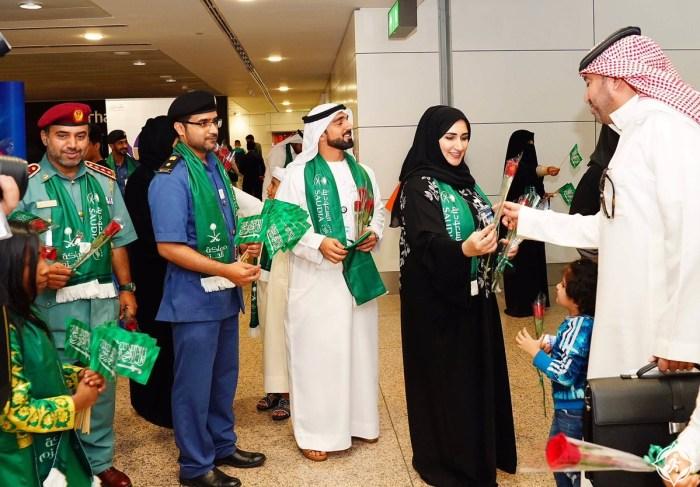 مطار دبي يستقبل السعوديين بالهدايا