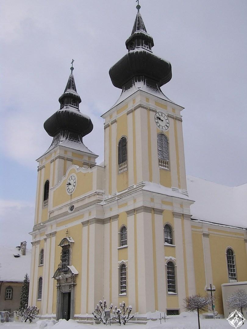 المعالم السياحية في ميلك - كنيسة ماريا تافيرل
