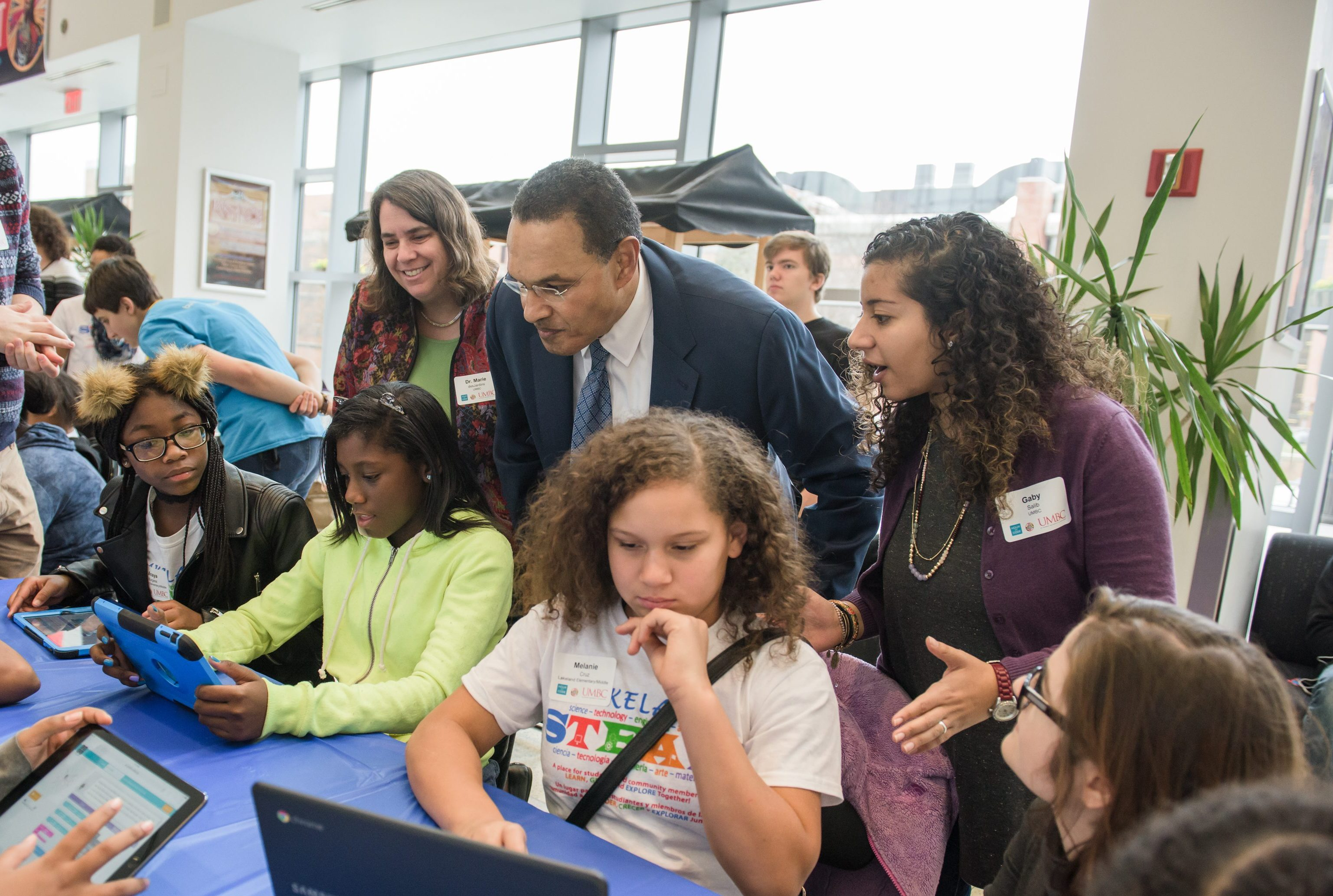 In Hour Of Code Umbc Students Give Baltimore Youth Hands On Intro To Computing Careers Umbc News