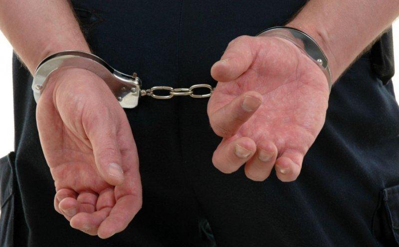 Un bărbat din Ungheni reținut pentru proxenetism. Racola moldovence și le îndemna să practice prostituția în Italia.
