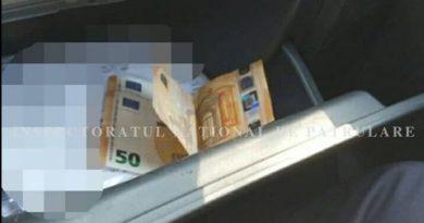 INP: O tânără a încercat să mituiască polițiștii cu 100 euro pentru a ascunde faptul că nu deține permis