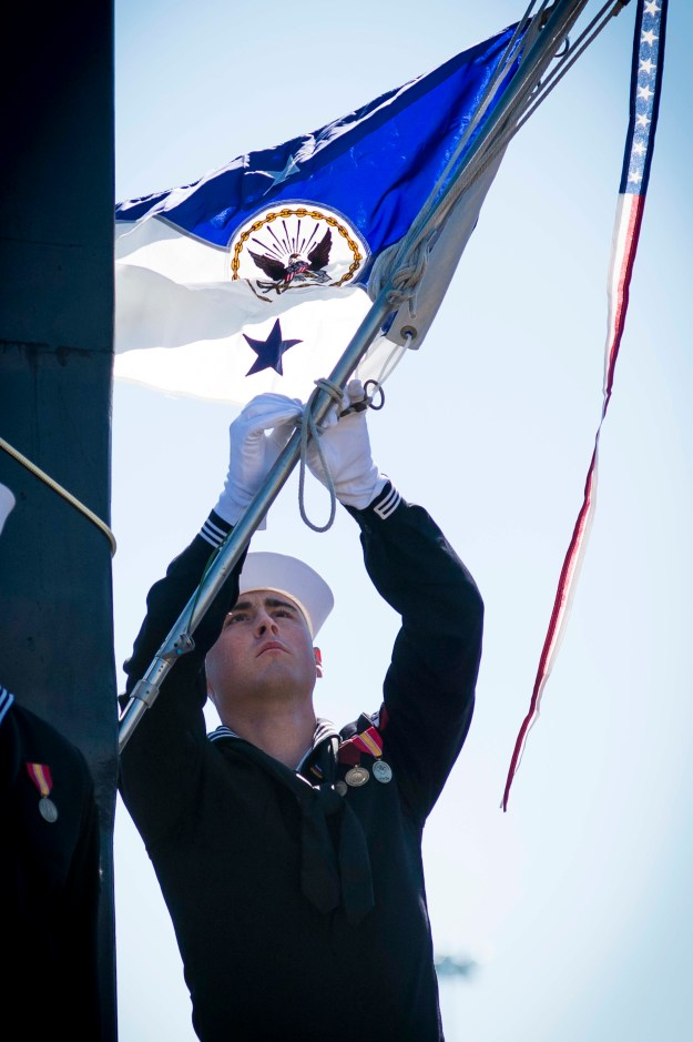 A quartermaster raises the Chief of Naval Operations (CNO) flag above the Virginia-class attack submarine USS North Dakota (SSN-784) on Oct. 25, 2014. US Navy Photo