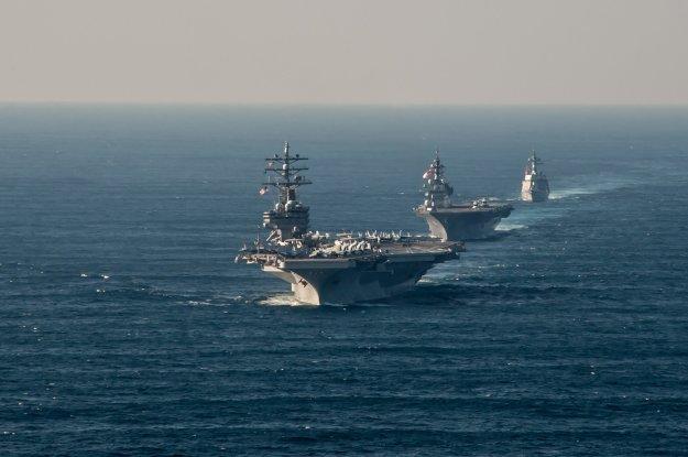 USS Ronald Reagan (CVN-76) transits alongside Japan Maritime Self-Defense Force (JMSDF) Izumo-class helicopter destroyer JS Izumo (DDH 183) and JMSDF Akizuki-class destroyer JS Teruzuki (DD 116) on Oct. 18, 2015. US Navy Photo