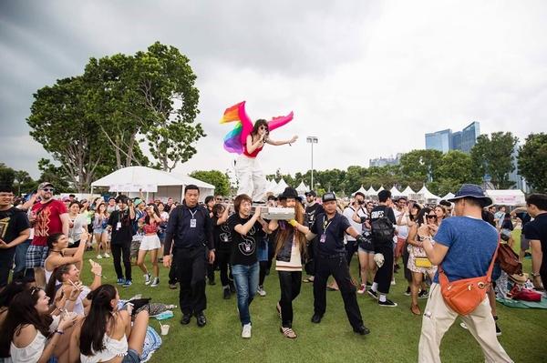 水曜日のカンパネラ、シンガポール最大級フェスで観客を魅了!