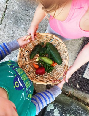 Kids with veggies