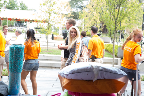 Students and volunteers moving during move in day. .Photo by B.J. Crawford