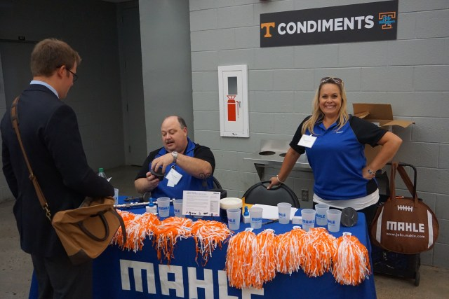 Representatives from MAHLE talk to UT College of Engineering students during the 2016 fall engineering expo.