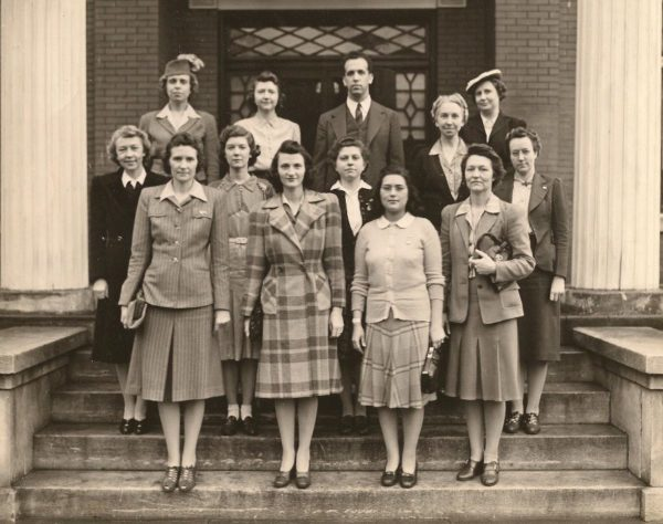 First class and faculty of the Nashville School of Social Work. Pederson is on the top left.