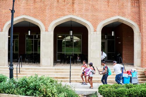 Move in day on UT campus. Photo by Shawn Poynter.