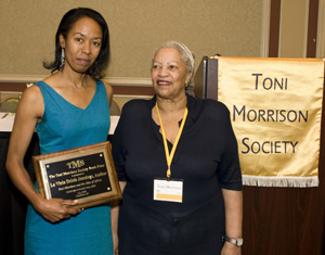 La Vinia Jennings (left) receives prize from Toni Morrison (right). Photo: Alice Keeney