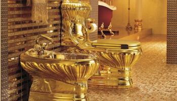 """Про """"Золотой"""" туалет на Хлебной пристани - 24 часа на ответ"""