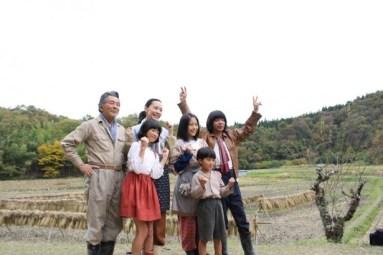 【写真を見る】出演者たちは山間の空気に癒やされ、終始リラックスした表情を見せた
