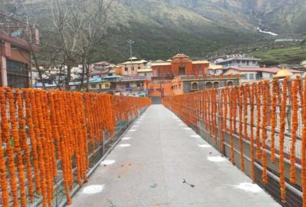 Badrinath Dham decorates with 10 quintal flowers
