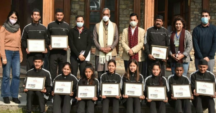 Chief Minister honored 12 artists involved in Republic Day parade