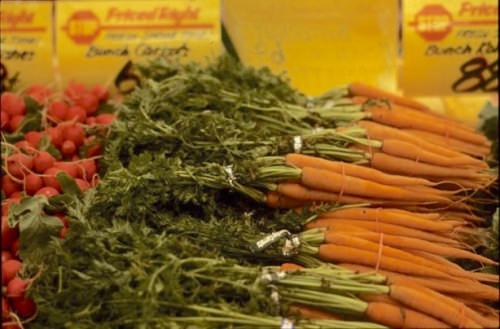 Photo: Carrots in grocery store