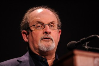 Mamata ordered police to block my visit: Salman Rushdie