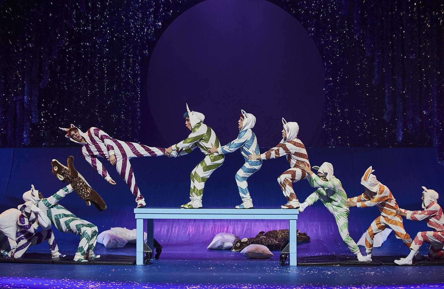 Cirque Du Soleil S First Ever Holiday Show Premieres In