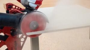 Hartmetall-Trennscheibe schneidet Rigips